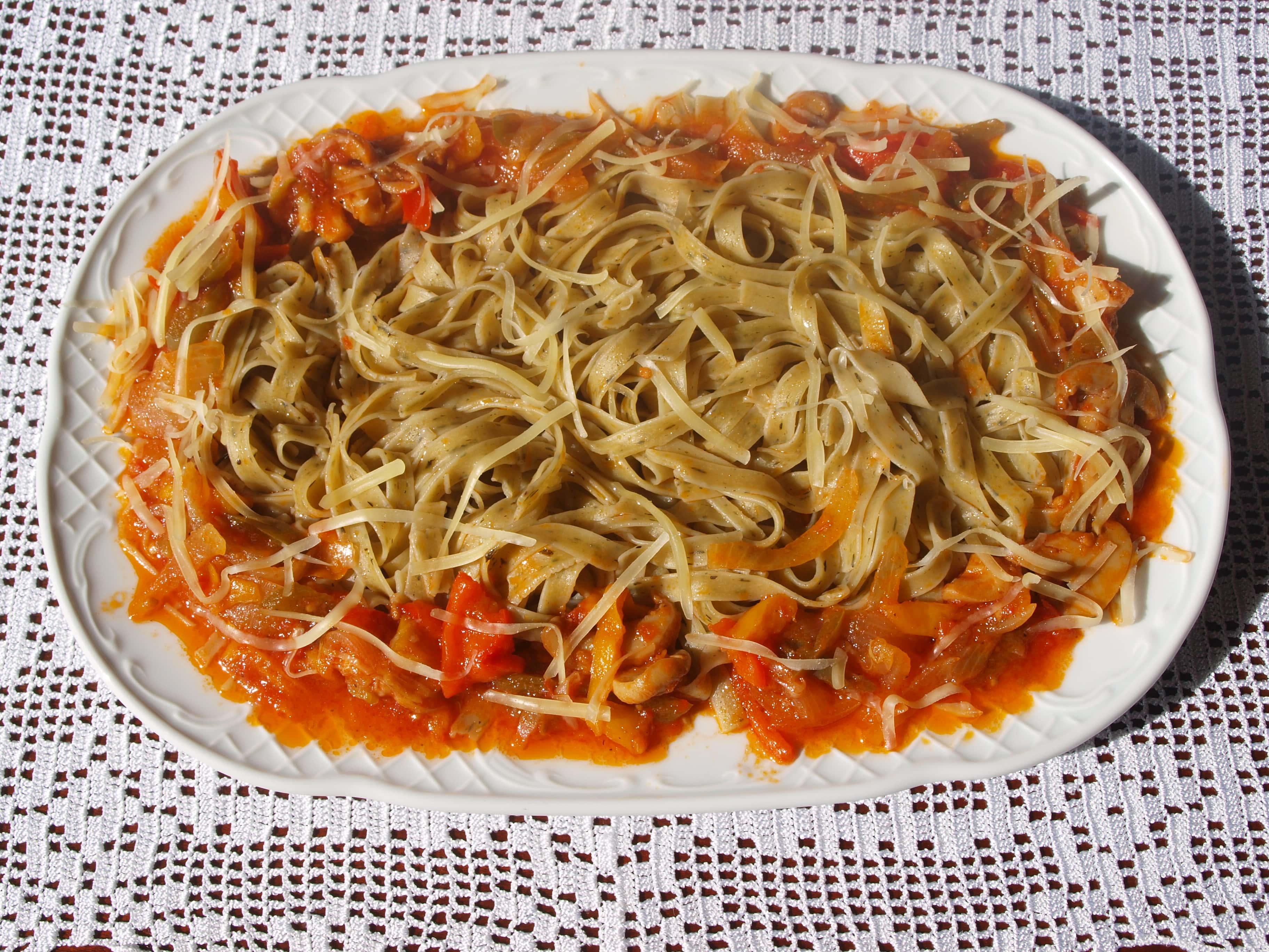 ΧΥΛΟΠΙΤΕΣ με ΒΑΣΙΛΙΚΟ  και σάλτσα λαχανικών