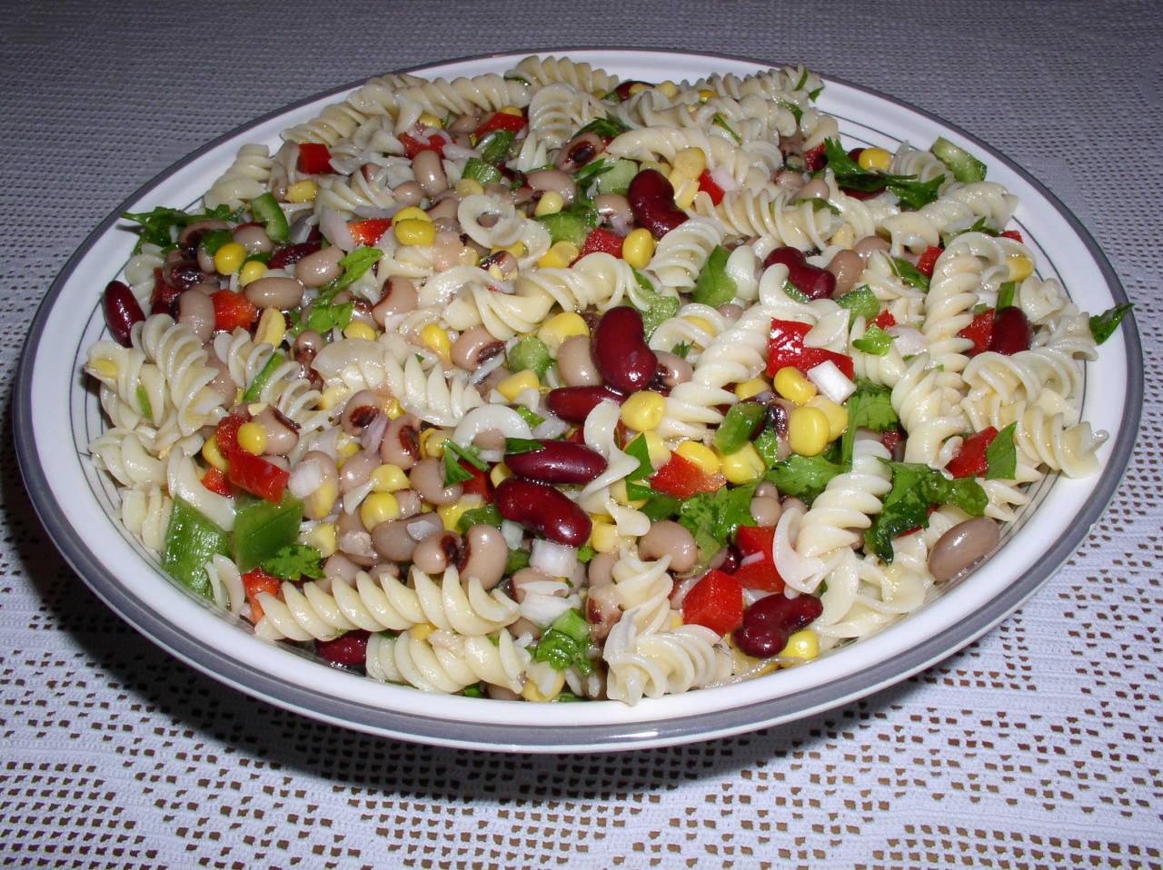 Σαλάτα με φρέσκα λαχανικά και  Βίδες